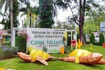 Enjoy the supermarket and restaurants in Canal village inside Laguna 5 minutes walking from the room