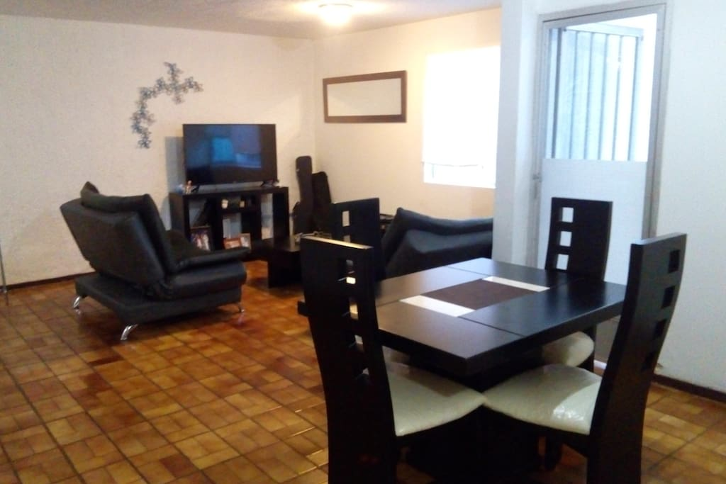 Comedor y Sala de TV / Dinner & TV Room
