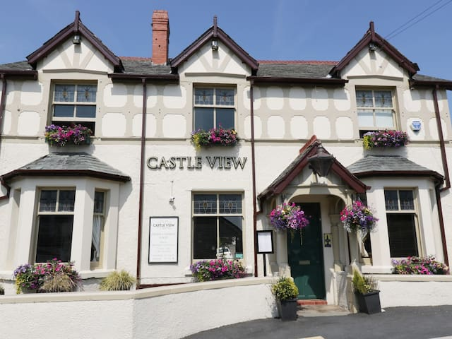 1 SEA VIEW, pet friendly in Conwy, Ref 969791