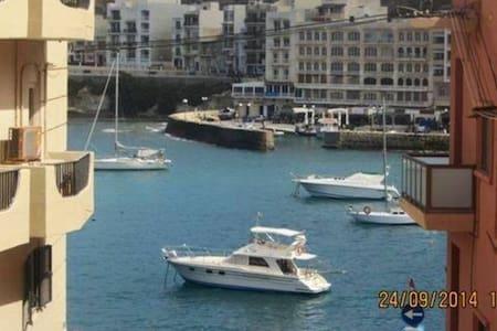 Modern Flat in Marsalforn Gozo with Seaviews - Iż-Żebbuġ - Lejlighed