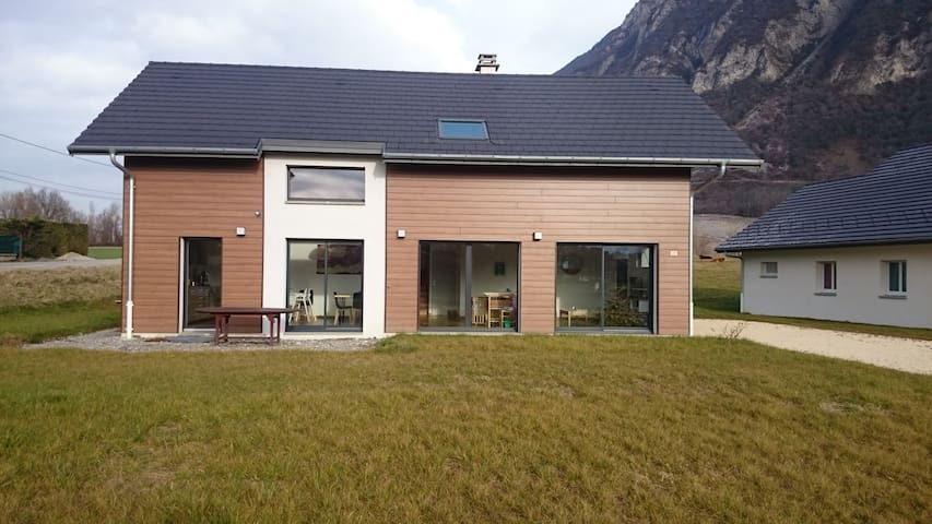House between towns and mountains - Francin - Huis