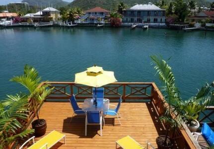 """""""Sun Breeze"""" Villa 218G - Jolly Harbour"""