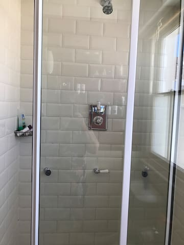 Shower walk in with body jets