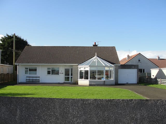 Bushfoot beach house - home from home - Portballintrae - Banglo