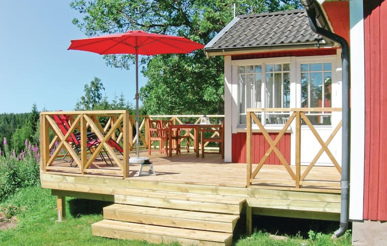 Holiday cottage with 2 bedrooms on 70 m² in Bodafors