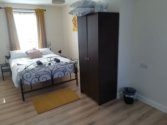 Town centre location in quiet area Room 2