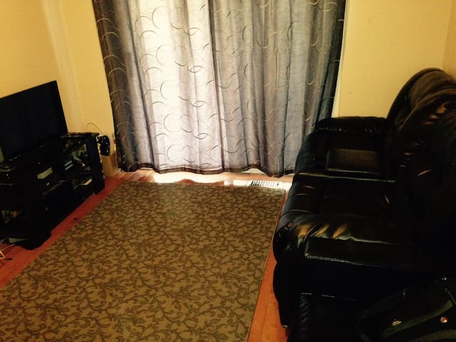 Sauga Suite - Cosy 1 bedroom in Meadowvale - Mississauga - Hus