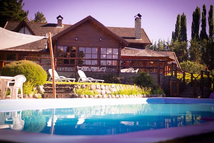 Casa de Montaña entera! ::Bosque, arroyo, pileta:)