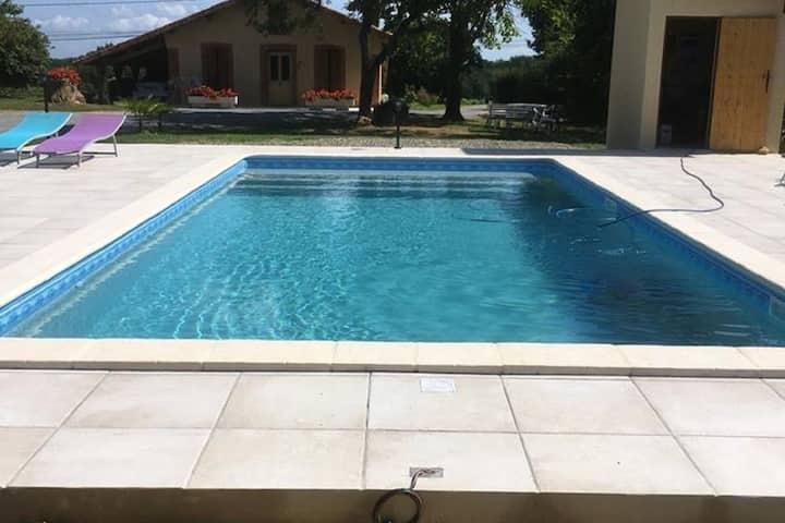 Pintoresca casa de vacaciones en Eauze con piscina privada