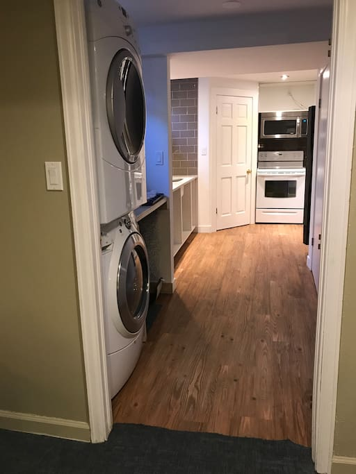 Washer/ dryer and full kitchen