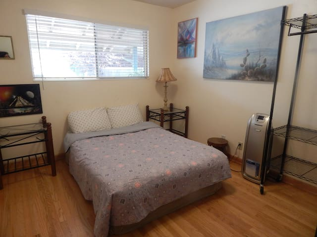 Comfy east room in lovely home nearUCDavis and SMF