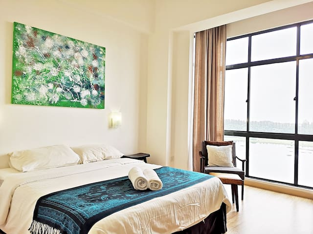 A Place Called Home-SeaView, Modern Classic Suite