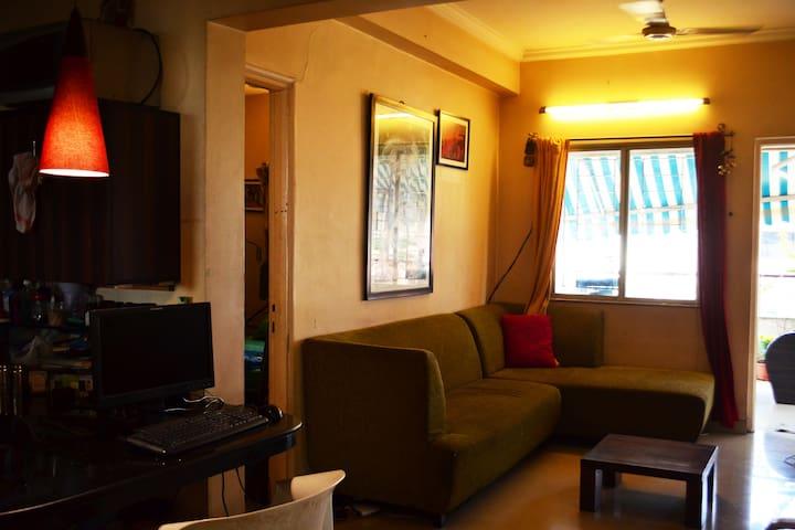 The Art Green Homestay, KoregaonPark (AC Bedroom)