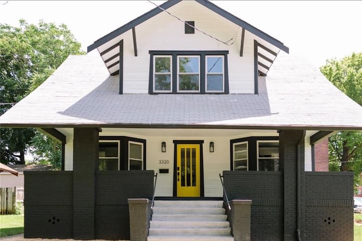 Large 4 Bedroom Modern Home Downtown