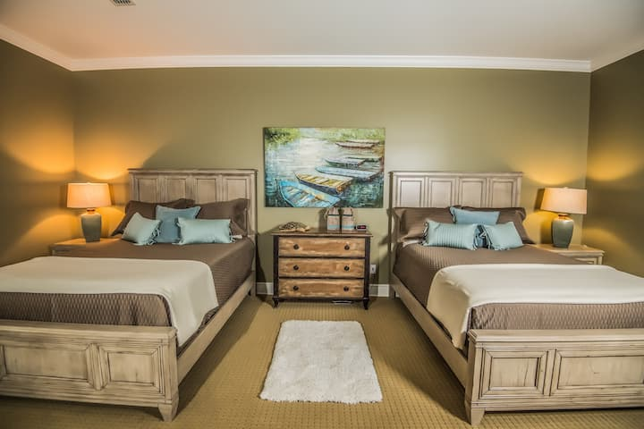 Luxurious Suite  Stay In A Modern Southern Lodge