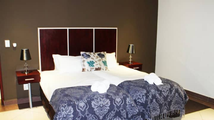 Located Central Luxury rooms  En suite bathrooms.