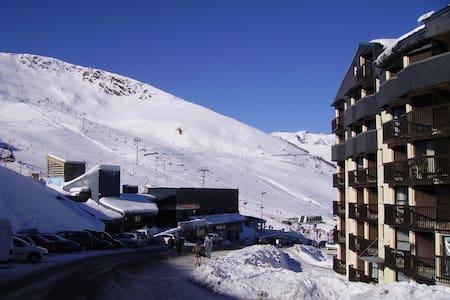 Saint Lary Pla d'Adet face aux pistes - Saint-Lary-Soulan
