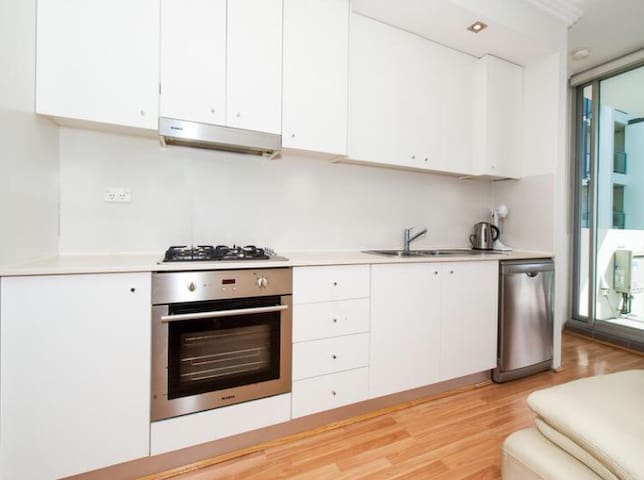Sunny, Bright and Fresh - Park and CBD adjacent - Waterloo - Appartement