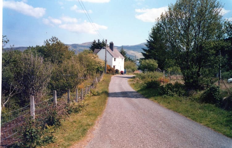 Light, airy and well-located self-catering house - Isle of Mull