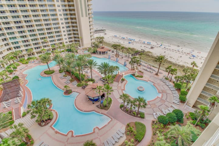 Gulf-side condo w/ private balcony & amazing views, shared pool/hot tub!