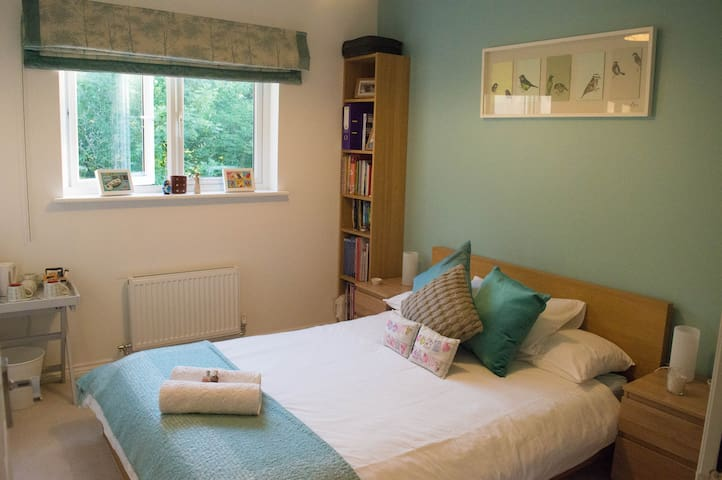 Bright, Comfortable and Peaceful Double Room - Easthouses - Apartment
