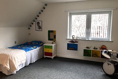 Kids room+bath. 1. floor. Shared kitchen+garden.