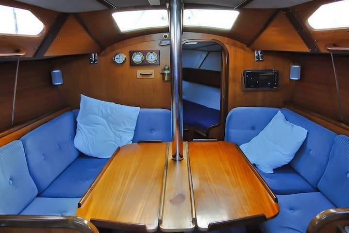 Dormire in barca a Stintino su Buriana - Stintino - 船