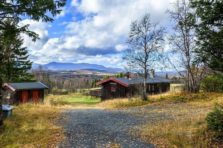 Koselig hytte midt i tur og sykkel-eldorado