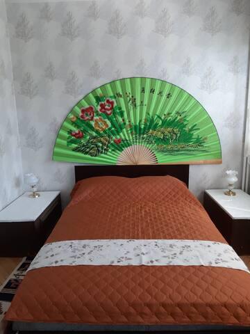 Голяма ,удобна спалня