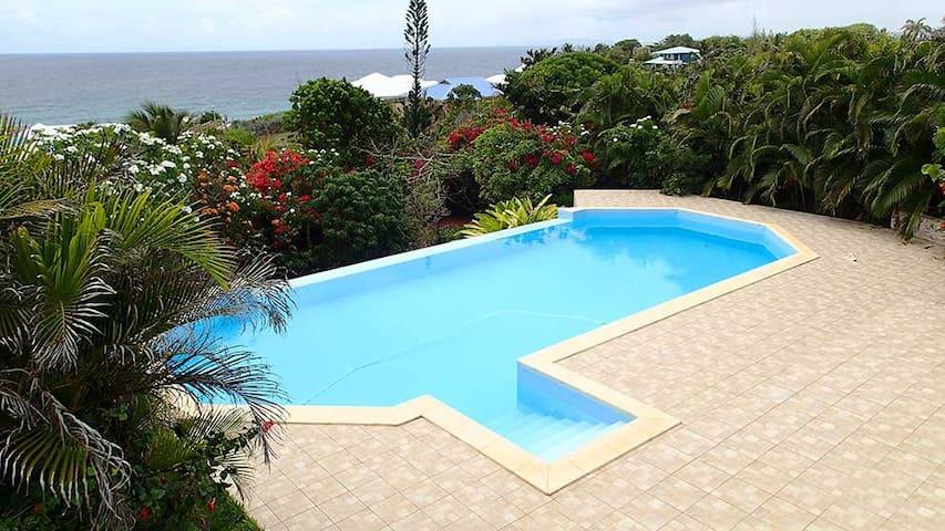 Belle villa avec piscine et superbe vue sur mer - GP - Rumah
