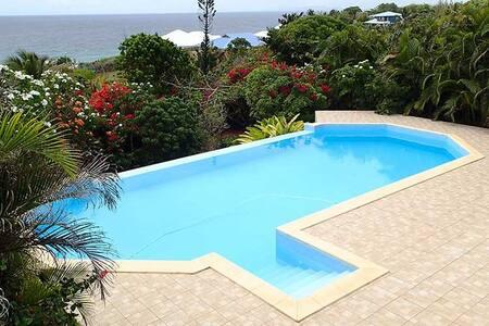 Belle villa avec piscine et superbe vue sur mer - GP - บ้าน