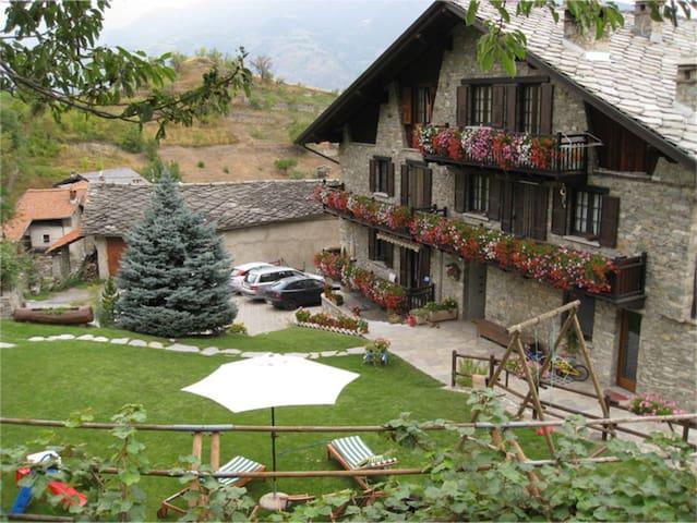 Tipico alloggio di montagna - Pollein - Appartement