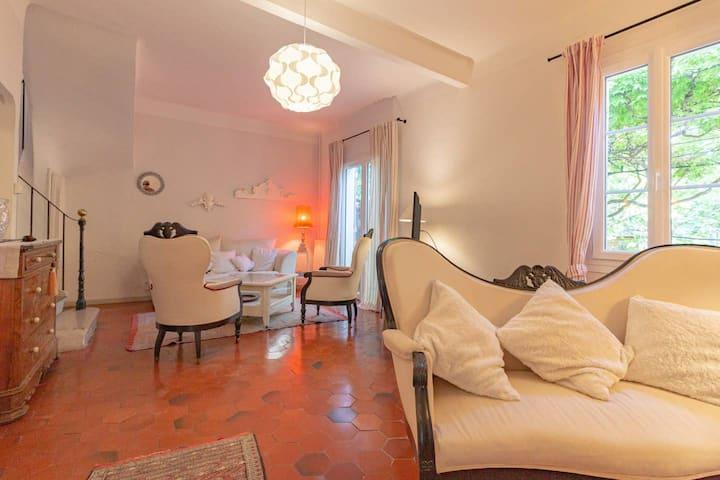 Maison à Toulon pour un séjour calme et reposant.