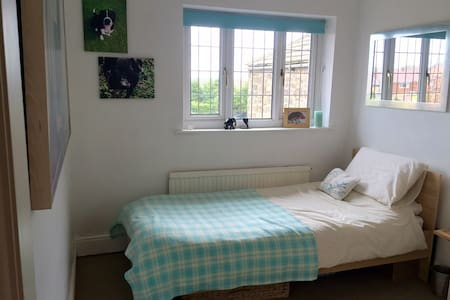 Single room in charming Dore house. - Sheffield - Casa