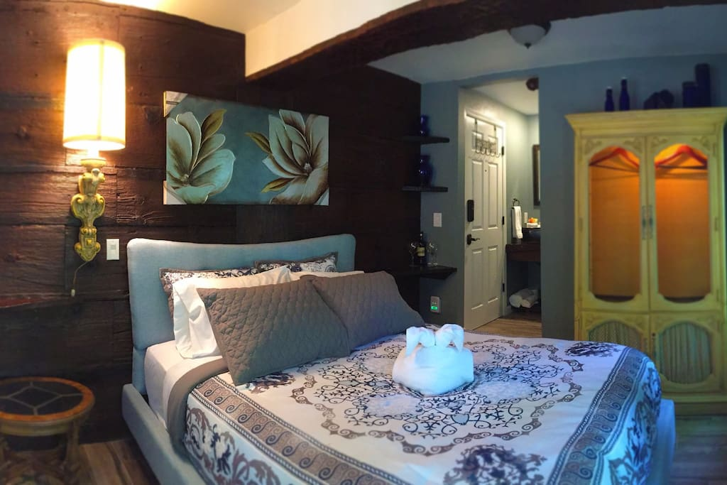 Falling Water Room with Queen Bed & Private Bathroom and Balcony