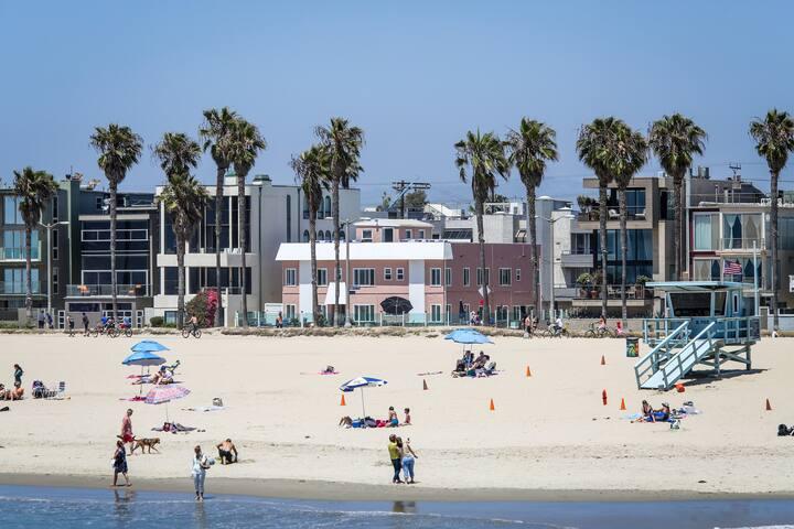 Iconic Venice Beach Hotel - Standard Room