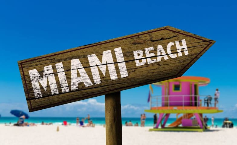Dreamy 2 Bedroom South Beach Close to EVERYTHING!