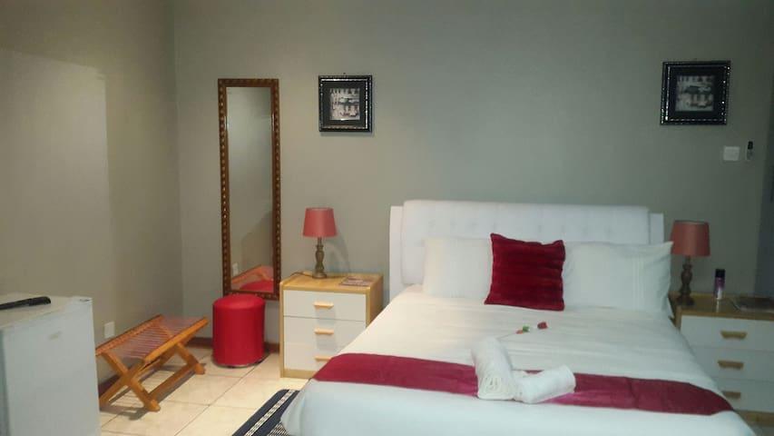Room 1 :  Tintech Bed &;Breakfast