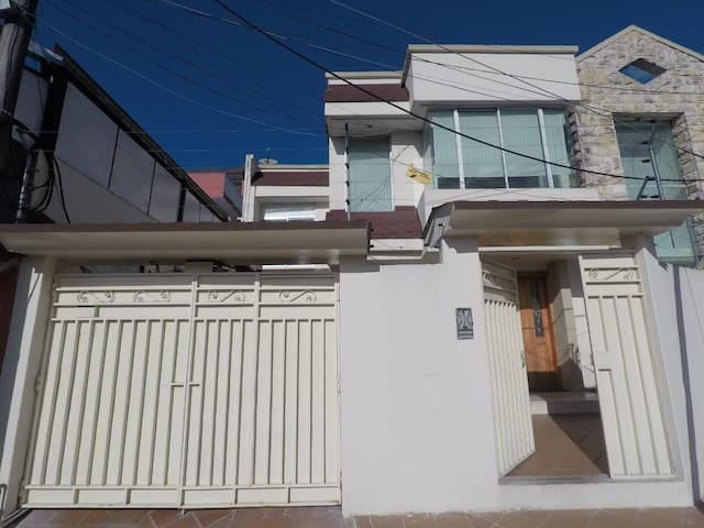 Spacious family home excellent location in Quito.
