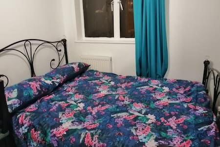 Comfortable Double Bedroom. Very close to station.