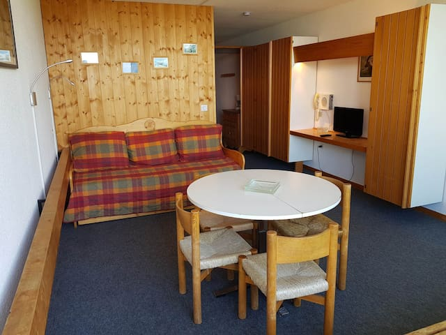 Studio for 4 people in Arc 1600 close to the slopes and shops.