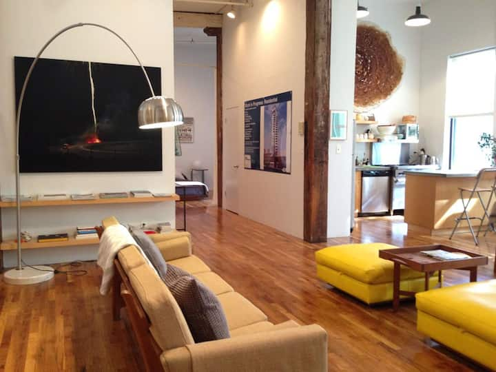 Art-filled bright spacious loft prime Wburg Brklyn