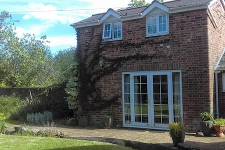 Private Coach House and Parking, Close to Centre