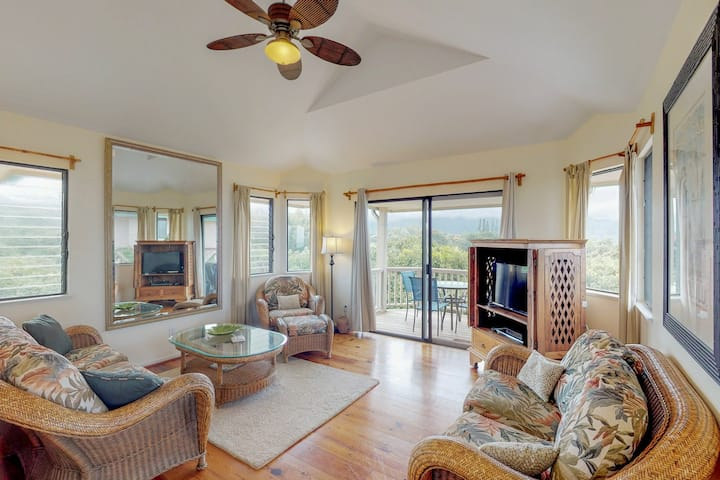 Comfortable villa w/ amazing views of Kauai - beach nearby!