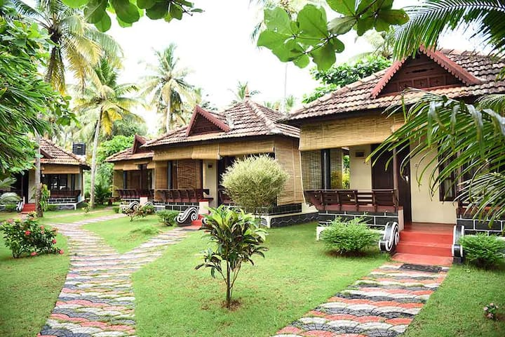 Beach front cottages in Tropical Gardens - Edava - วิลล่า