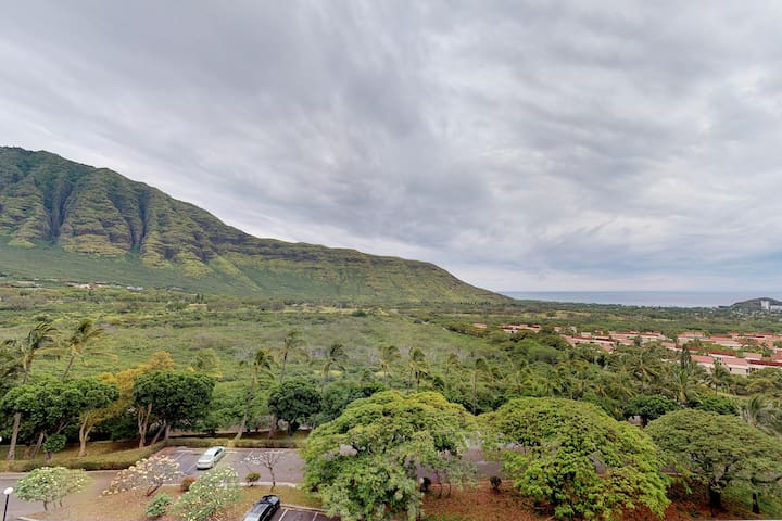 Newly remodeled Makaha Valley condo w/ pool, A/C, ocean views