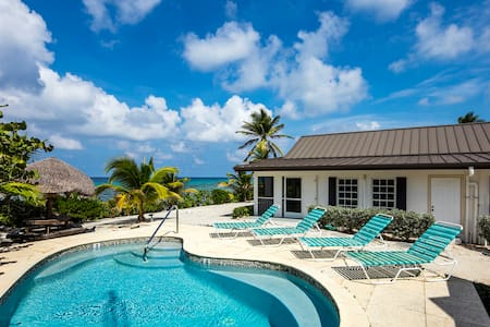 Conched Out: Oceanfront Cottage w/ Backyard Snorkeling + Private Pool