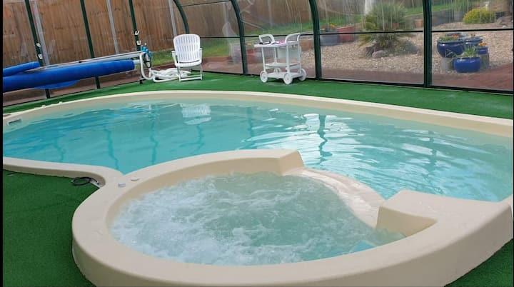 Pboro's Secret Escape - 1 bed Spa equipped oasis