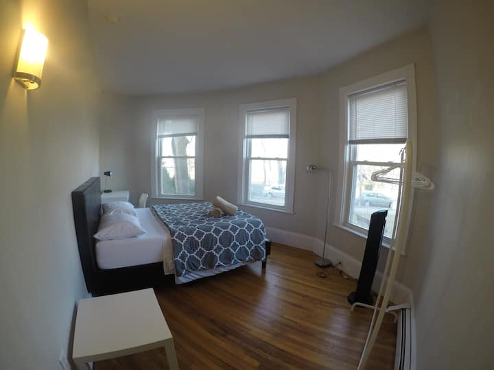Cozy private room next to Harvard Square 3