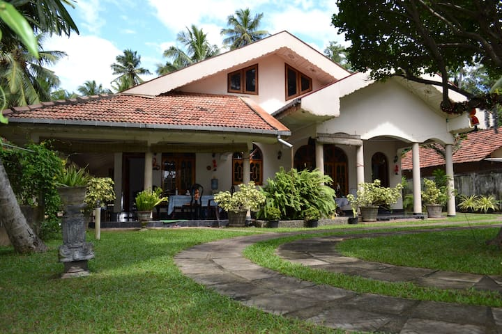 Chrissis Villa Lanka - Puttalam - Apartment